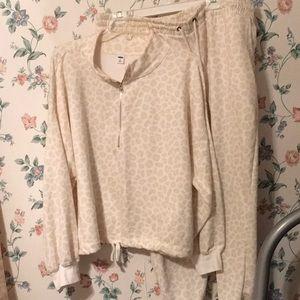 Old navy cream tan leopard sweatsuit